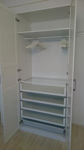 P116 EG Schlafzimmer Schrank geöffnet