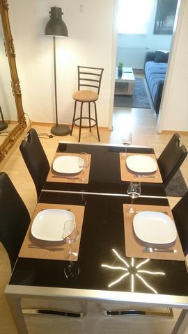 S10 DG Küche neue Stühle mit Wohnzimmer