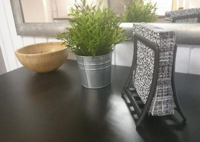 Bartisch Servietten Schale und Pflanze