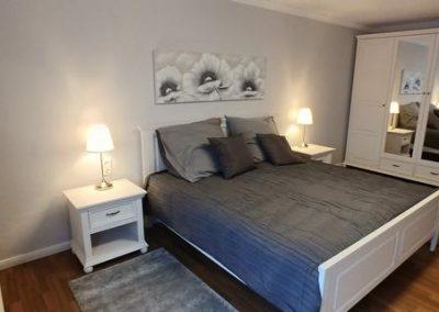 Schlafzimmer mit Schrank 2