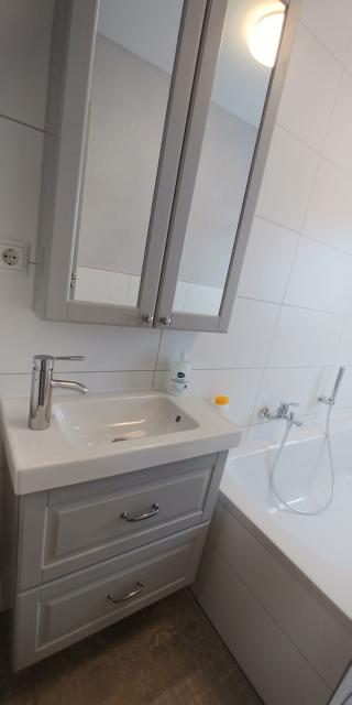 bathroom bathtub sink